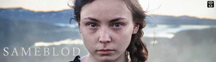 Bilde fra filmen Sameblod med teksten Sameblod og nærbilde av jente.