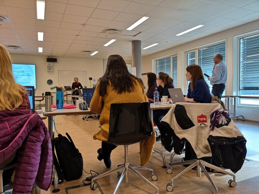 Bilde av GPPO studenter i klasserom.