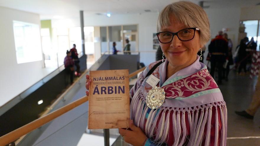 Professor emerita Vuokko Hirvonen med ny bok.