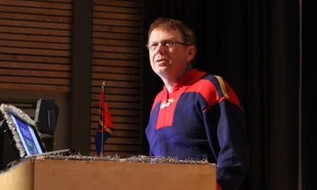 Torkel Rasmussen ved talerstolen.
